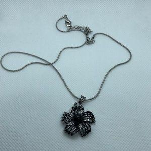 VTG Elegant Floral Pendant Necklace